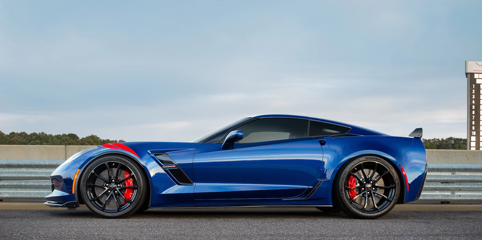 2019-corvette-gs-ext-01-jpg-1613×807-