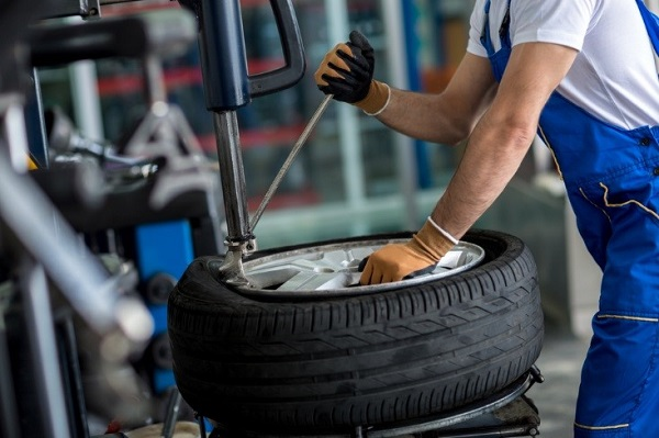 5 Signs of Dangerous Bent Rims That Need Emergency Tire Repairs