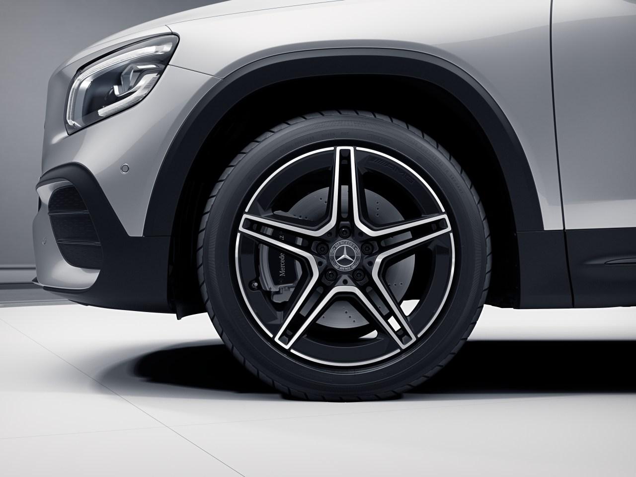 "19"" AMG Twin 5-Spoke Wheels w/ Black Accents"